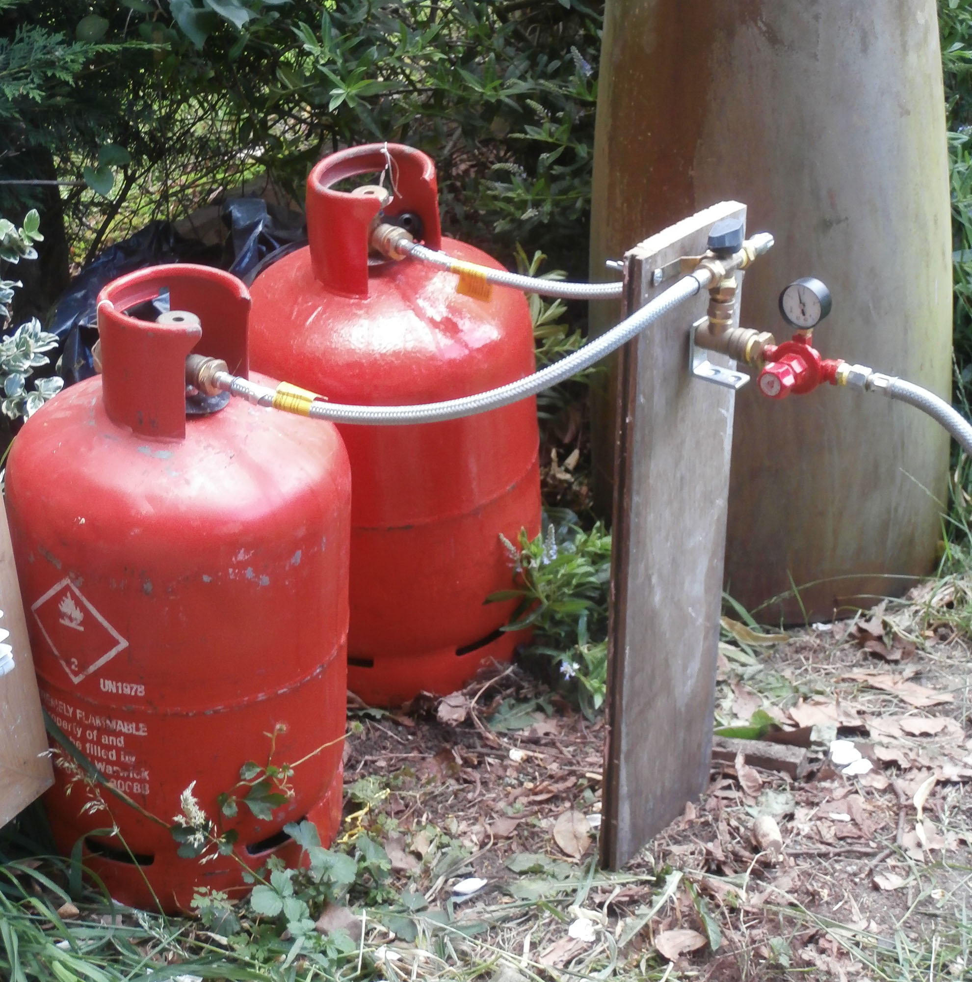 How to make and fire a cheap dustbin kiln | gilesdownes